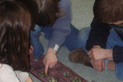 Atelier pour enfants près d'Angers : percussions, danse, chant, conte, jeux