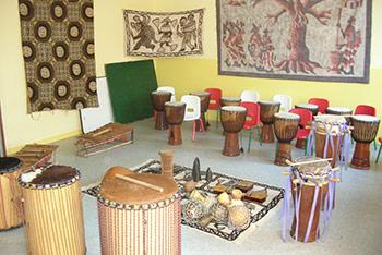 Activités pour les groupes : cours, percussions, danse, chant, conte, culture mandingue, Afrique de l'Ouest, Angers, Maine-et-Loire